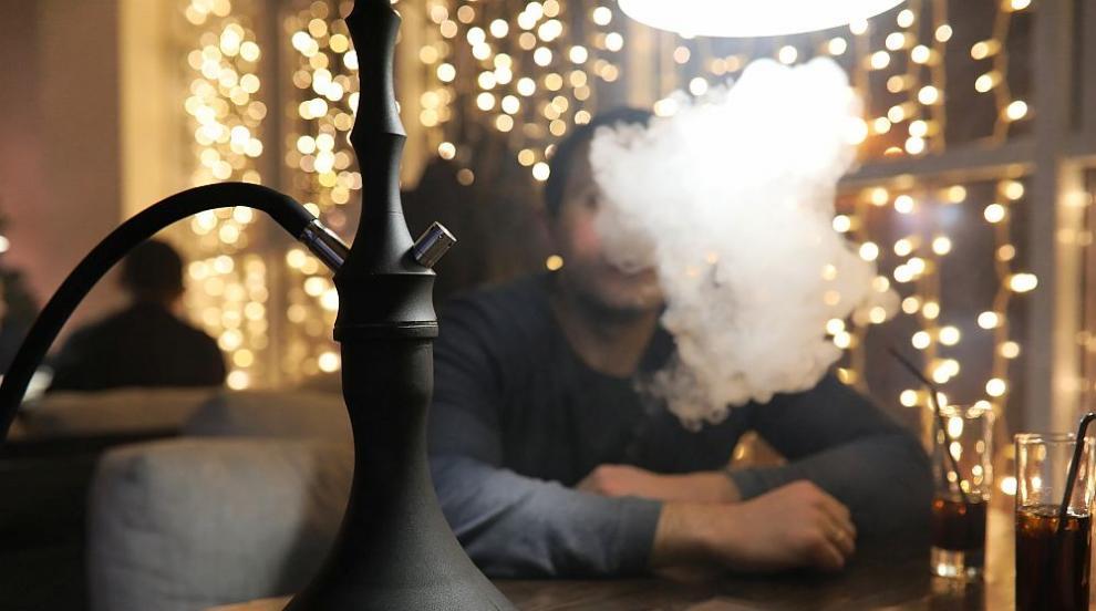 Решават окончателно за забраната за пушене на наргиле на закрито
