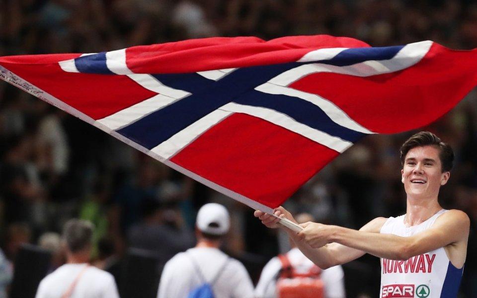 17-годишен грабна титлата на 1500 метра при мъжете