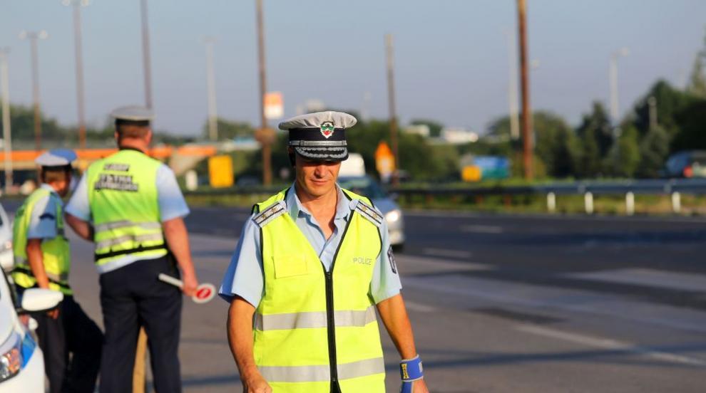 Полицаи в Харманли иззеха 16 кг канабис след проверка на два автомобила