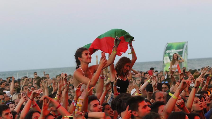 Световни звезди разтърсиха Варна: 20 000 души на брега