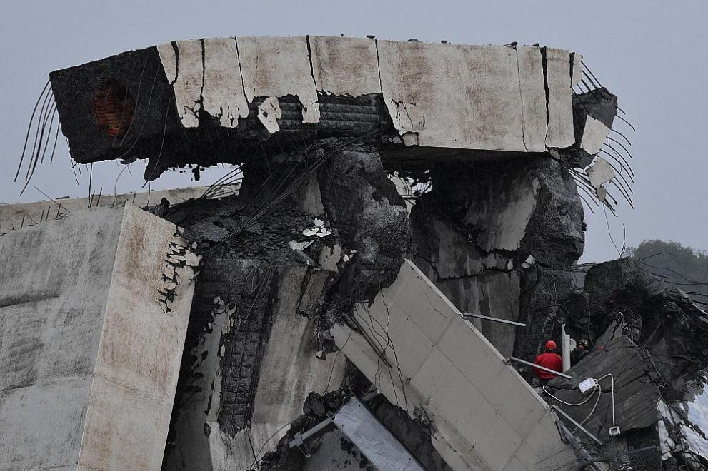 Мост на автомагистрала в Италия рухна близо до град Генуа