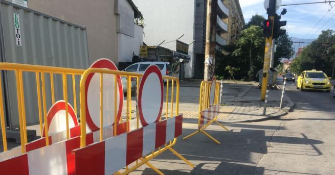 Днес започна полагането на износващия пласт асфалт на бул.