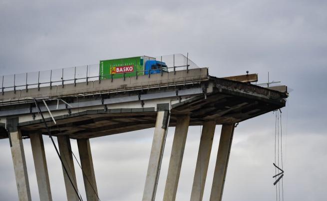 Италиански медии, специалисти, граждани: Конструкцията на моста доведе до трагедията