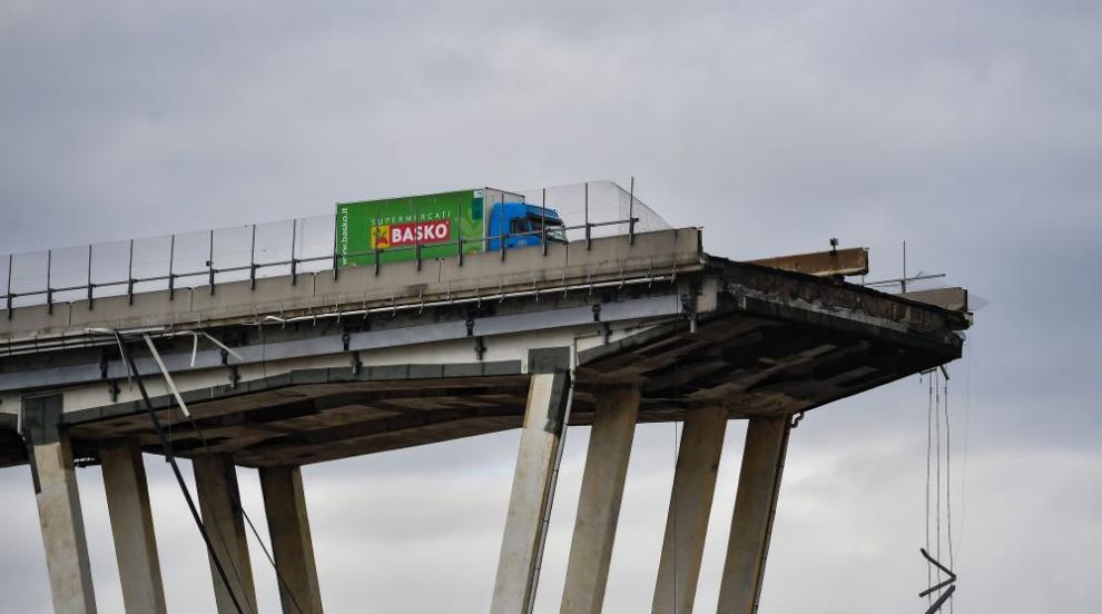 Възможно ли е мълния да събори мост?