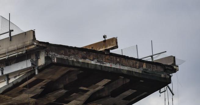 Броят на загиналите при срутването на мост в Генуа достигна