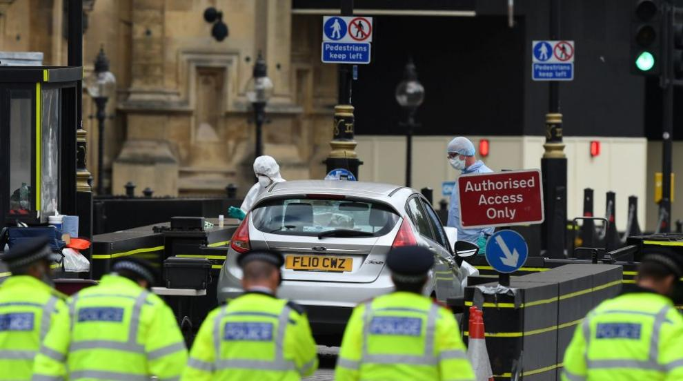 Заплахата от тероризъм във Великобритания остава много висока...