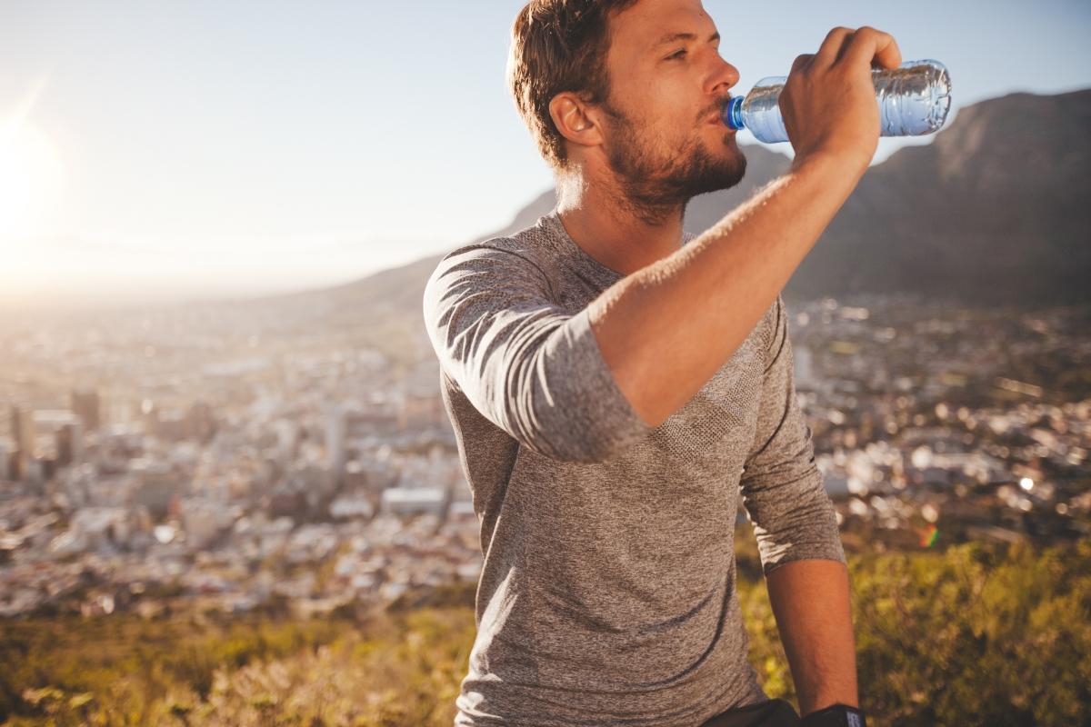 Тялото ви ще е по-хидратирано. Тъй като алкохолът е диуретик, той причинщва дехидратация. Парадокс: колкото повече пиете, толкова по-малко течности има в тялото ви.