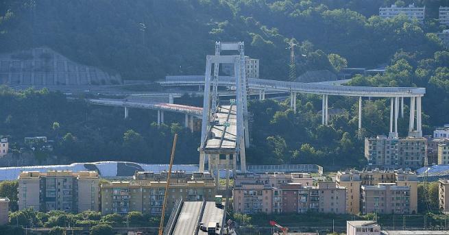 Снимка: Рухналите гиганти: Най-смъртоносните срутвания на мостове и сгради