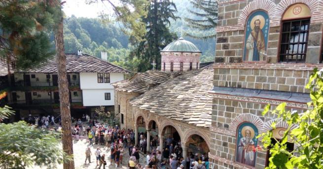 Премиерът Бойко Борисов разгледа ремонтираното Антимово крило в Троянския манастир,