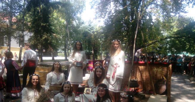 Кюстендилските жени показаха отново уникални Богородични питки, хлябове, баници, на