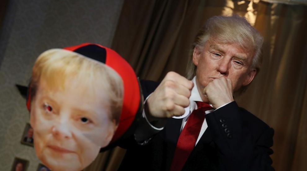 """Копие на Тръмп """"бори стреса"""" с крошета по Меркел (СНИМКИ)"""