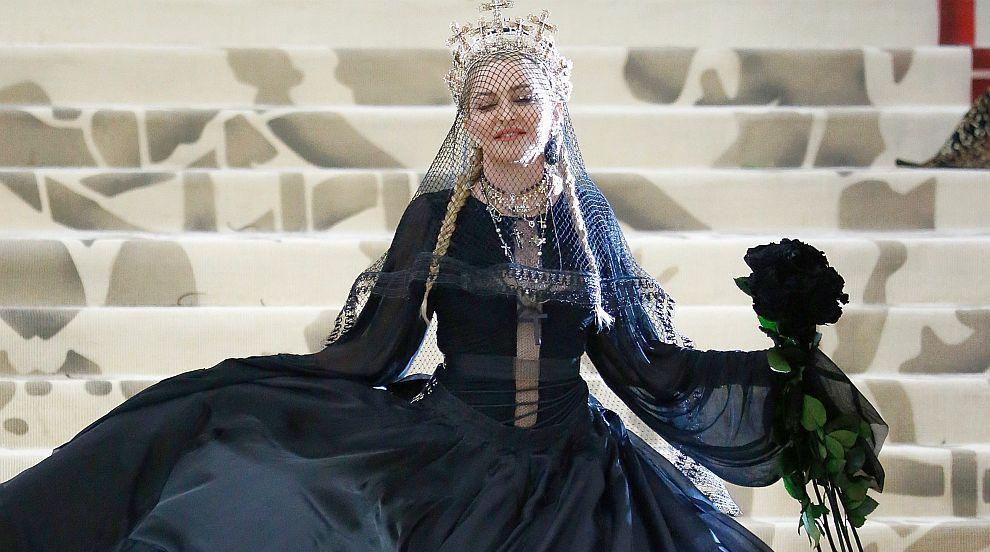Мадона празнува 60-ия си рожден ден с фес и берберски бижута (СНИМКИ/ВИДЕО)
