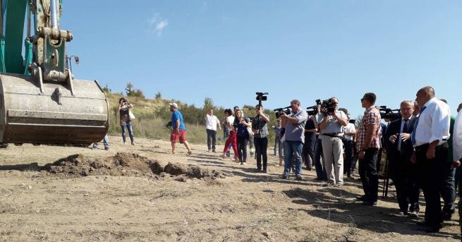 """Започна строителството на 16,3 км от автомагистрала """"Хемус"""" между Буховци"""