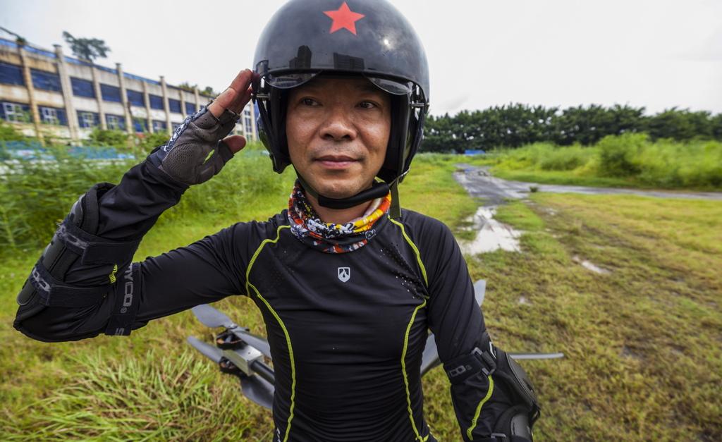 """Клиентите ще трябва да плащат между 5,500-7,200 USD за """"летящ скутер"""", а Джао се надява един ден да направи продукта достъпен и за продажба в чужбина."""