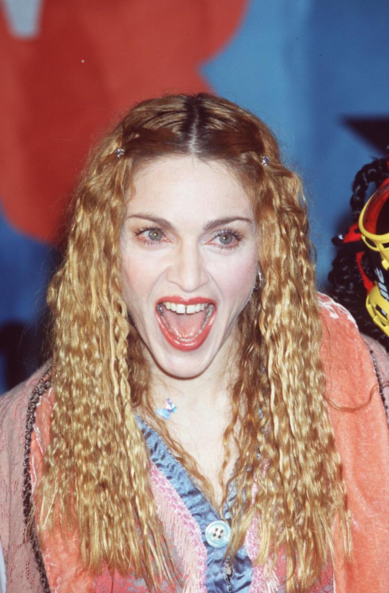 """Мадона по време на излизането на хит сингъла """"Ray of light""""."""