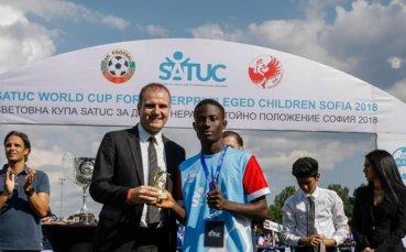 Момче от Либерия със специална награда от българските спортни журналисти