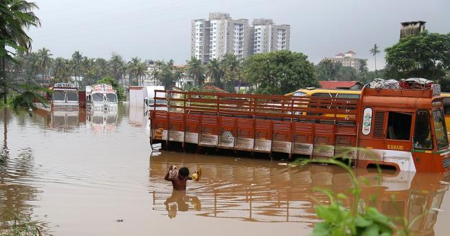 Наводненията в южния индийски щат Керала са отнели живота на