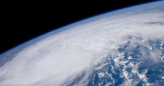 Сондата на НАСА ОСИРИС-РЕКС, която кръжи около астероида Бену, направи