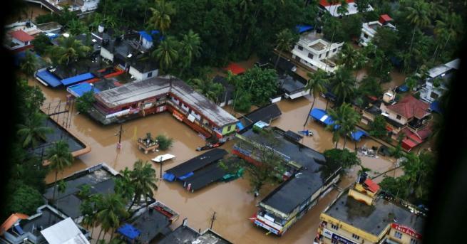 Най-малко 324 души са загинали в резултат на наводненията в