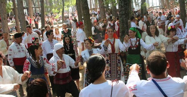 В Жеравна тече Фестивалът на фолклорната носия. За 11-и пореден