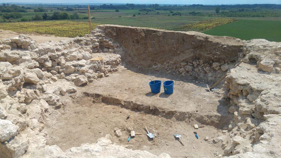 Около гробницата се строи и център, в който ще работят студенти, ще има различни дейности, комплексът ще стане една от точките на туризма и това трябва да е готово при домакинството на Пловдив като Европейска столица на културата.