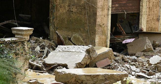 В Италия застаряващи къщи също може да рухнат, пише френският