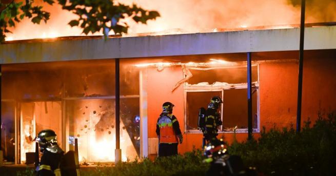 Седем души пострадаха тежко при пожар в жилищна сграда във