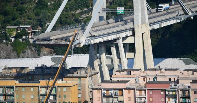 Единадесет семейства, които живееха в блоковете под рухналия мост
