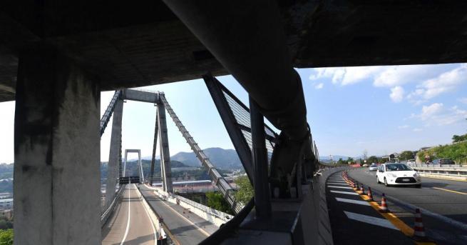 Камера е заснела рухването на моста