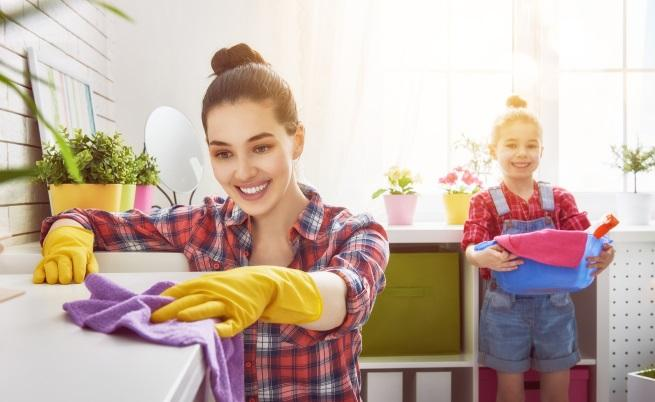 Не чистят в един ден всичко. Разпределят времето, с което разполагат, особено ако им предстои голямо сезонно почистване на дома.