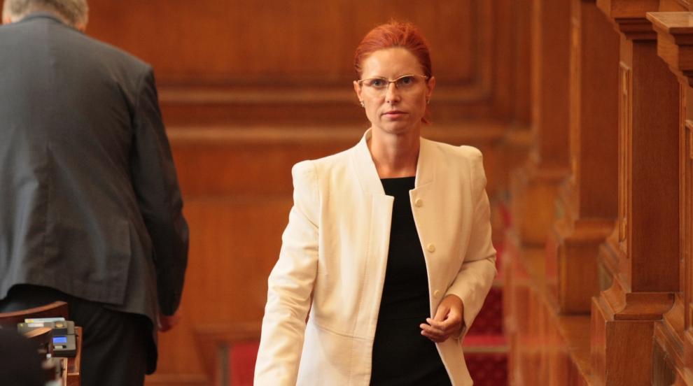 Парламентът прие оставката на Ралица Агайн