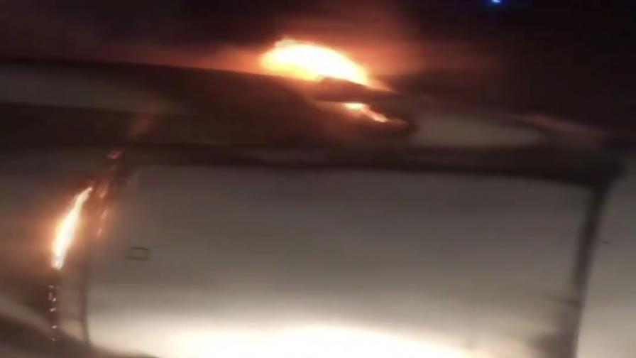 Руски самолет с над 200 души се запали в полет