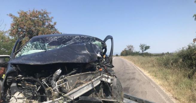 Пътят Стара Загора-Димитровград е затворен заради катастрофа, информират от МВР.