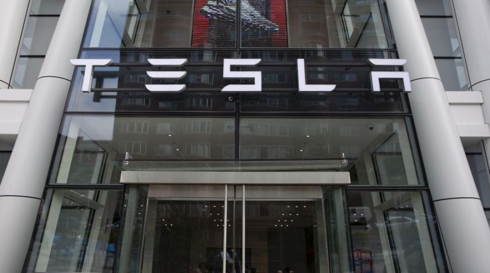 Tesla и Ford мерят сили с електропикапи (ВИДЕО)