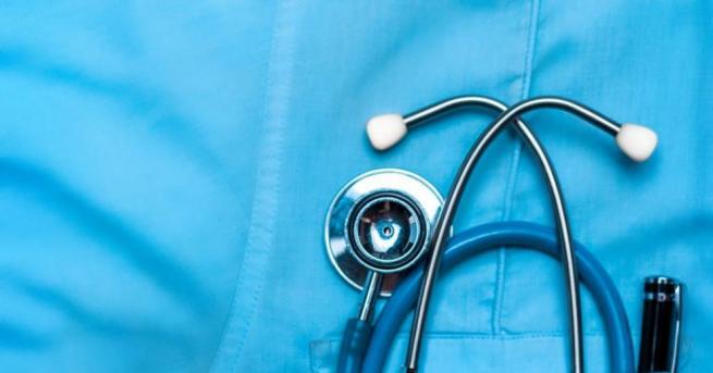 Трябва да има поетапно демонополизиране на Здравната каса. Това коментира