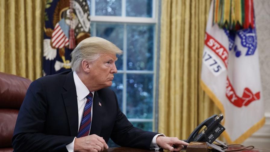 """Тръмп обявява """"невероятна"""" търговска сделка"""