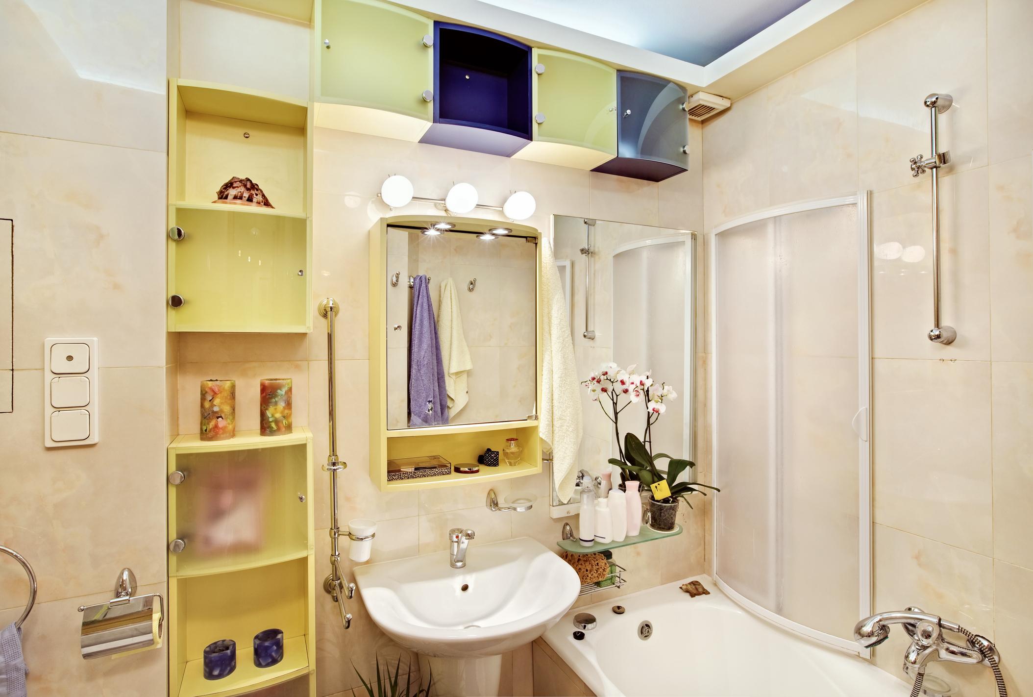 Почистване и дезинфекция на бани и тоалетни