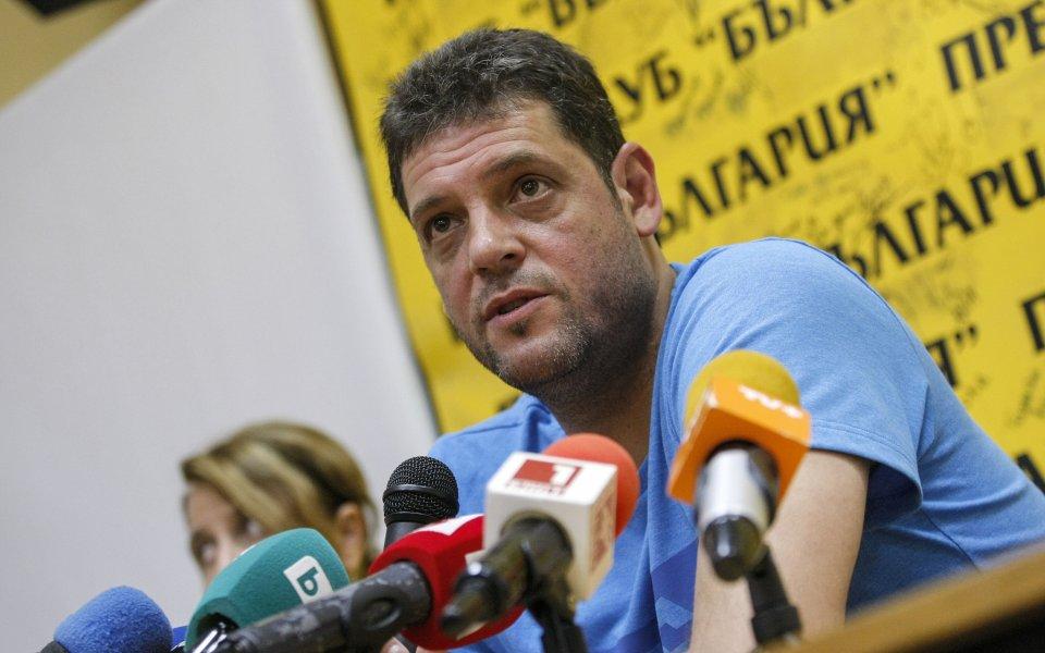 Пламен Константинов и воденият от него Локомотив (Новосибирск) станаха служебно