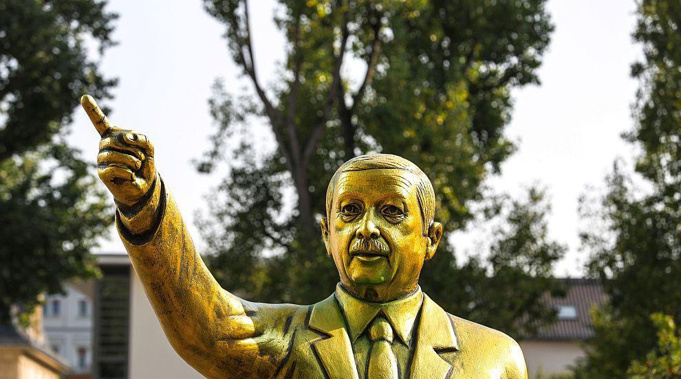 Отстраниха златната статуя на Ердоган в германския град Висбаден (ВИДЕО)