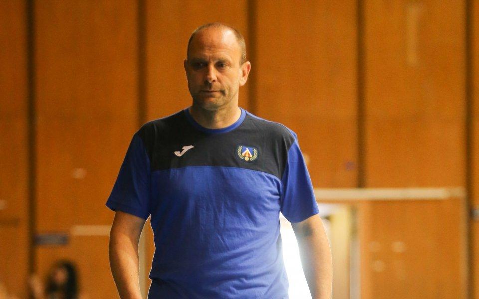 Тити Папазов остава треньор на Левски Лукойл