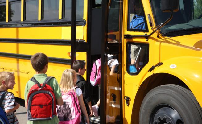 От МОН искат ученическите екскурзии в учебно време да са до 3 дни
