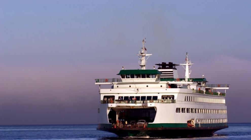 Пожар на ферибот в Индонезия, има загинали