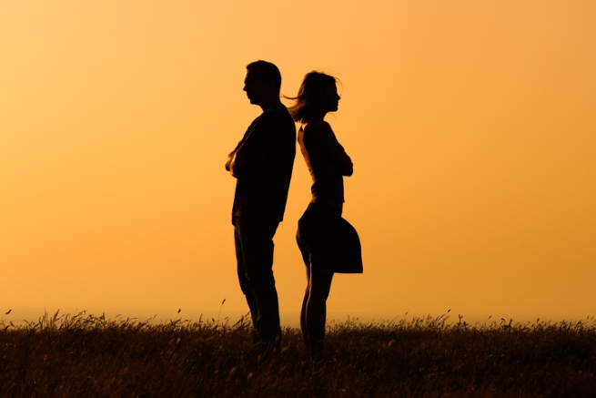 Да се оплаквате, че се среща с приятелите си.<br /> Никой няма право да ограничава личния живот на другия – нито от срещите му с приятели, нито от контакт с родителите му. Това са неговите приятели и те са важни толкова, колкото са важни вашите собствени приятелки.<br />
