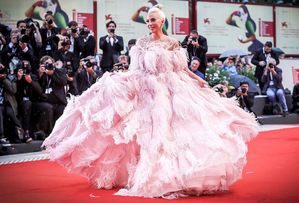 Лейди Гага е като принцеса от приказките в рокля на Valentino