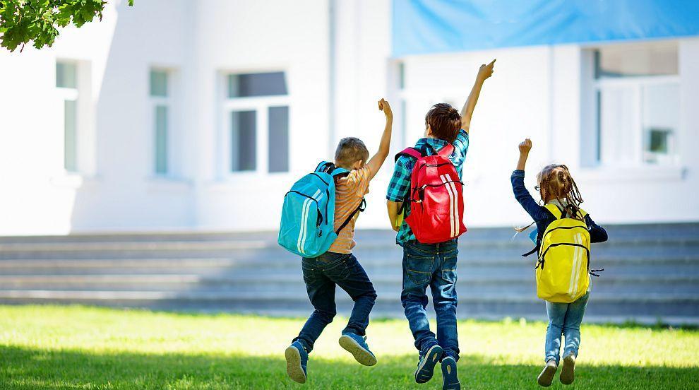 Без мобилни телефони в началните училища и прогимназиите във Франция