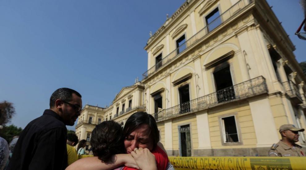 Сградата на изгорелия Национален музей на Бразилия може да рухне