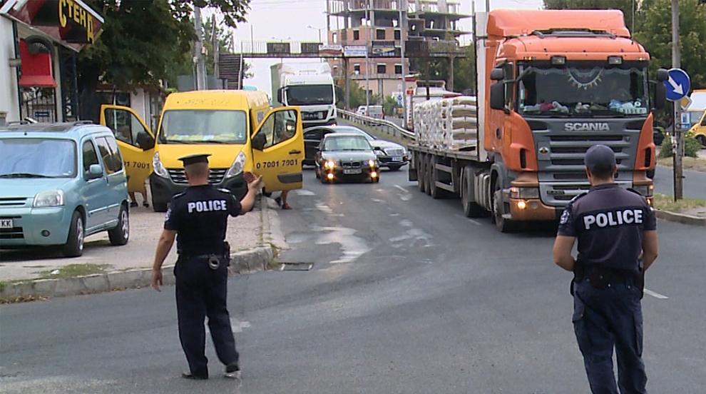 Транспортен ад в Хасково заради разсипан тон цимент (СНИМКИ)
