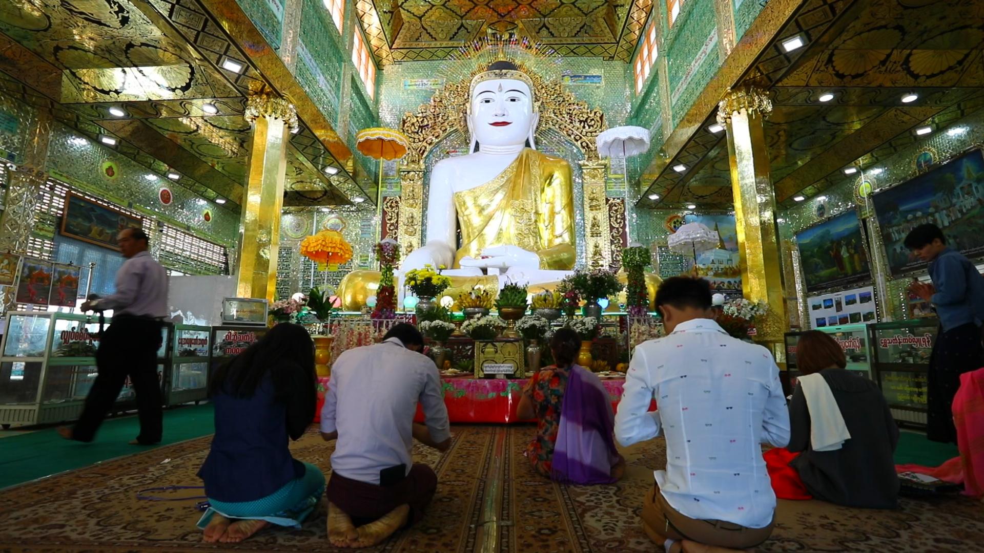 Поклонението на духовете нат се слива синкретично с будизма.<br /> В течение на много векове будизмът Теравада е бил основната религия в континенталната част на югоизточна Азия и на остров Шри Ланка. Към днешна дата в света се наброяват около 100 милиона Теравада будисти. През последните няколко десетилетия учението Теравада е започнало да се разпространява и на Запад.