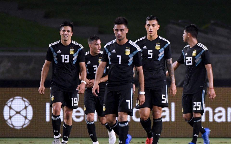 Новият отбор на Аржентина започна с класическа победа