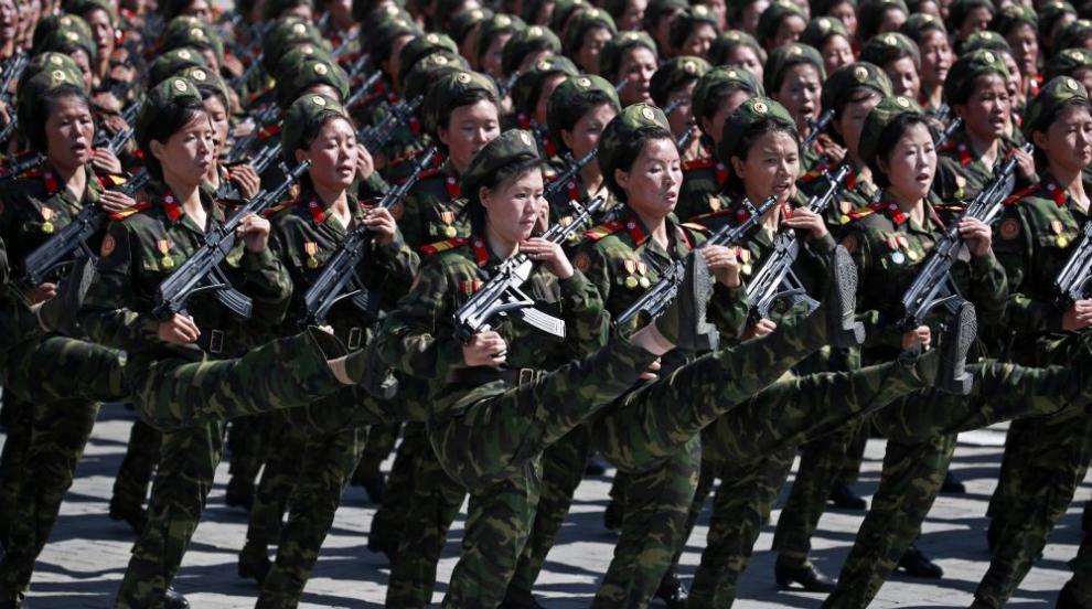Северна Корея с военен парад, вижте снимки